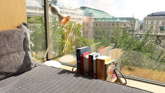 The Guesthouse Vienna: Deluxe Room, View (Opera View), Booknook