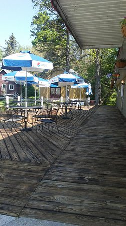 Onekama, MI: Updated deck and seating area
