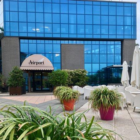 Bagnatica, อิตาลี: Приятный дизайн в отеле. Сам отель недалеко от аэропорта, о чем и говорит его название