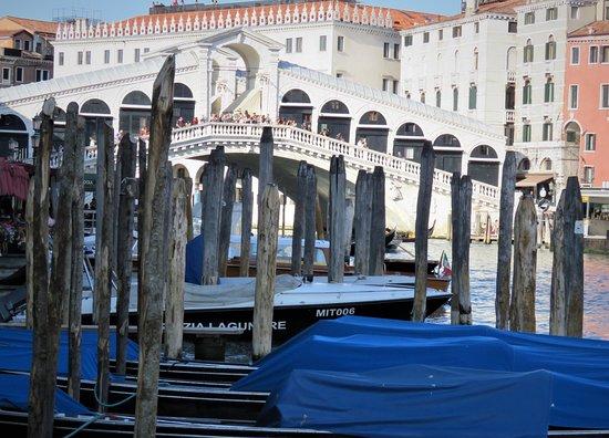 Ponte di Rialto: From distance