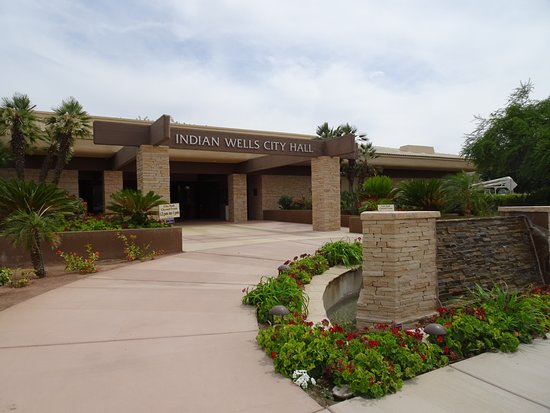 Indian Wells, CA: Nicely landscaped entry