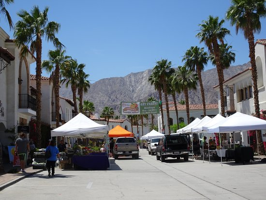 Certified Farmers Market La Quinta: Nearing the end of the Market day