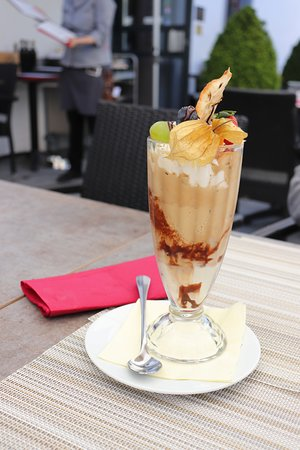 Pfaeffikon, سويسرا: デザートのアイスコーヒー(パフェ)