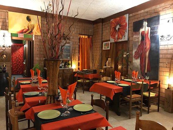 Stellanello, Italia: Inside the dining room.
