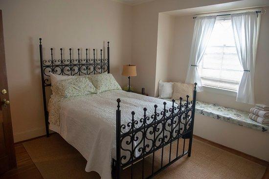 Avon, NY: The Spruce Room