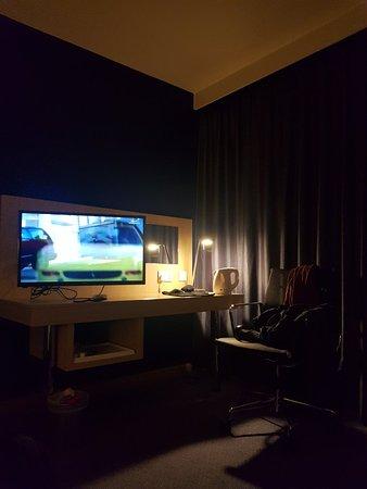 Holiday Inn Express Rotherham-North: TA_IMG_20180526_230407_large.jpg