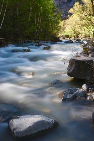 Hotel Pradas Ordesa: The river running down from the Waterfall