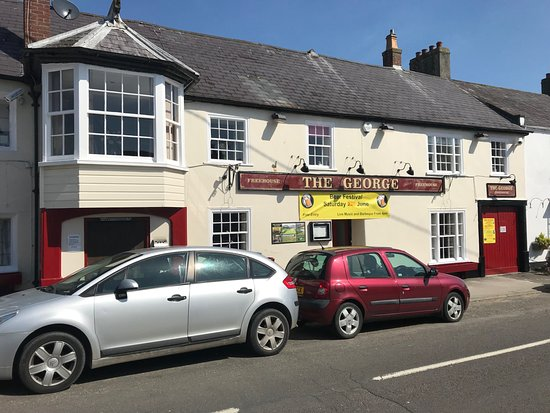 Charmouth, UK: The George frontage 2