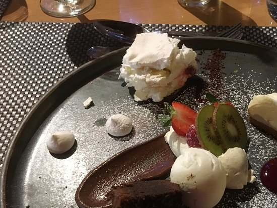 Newton on the Moor, UK: Selection of desserts!