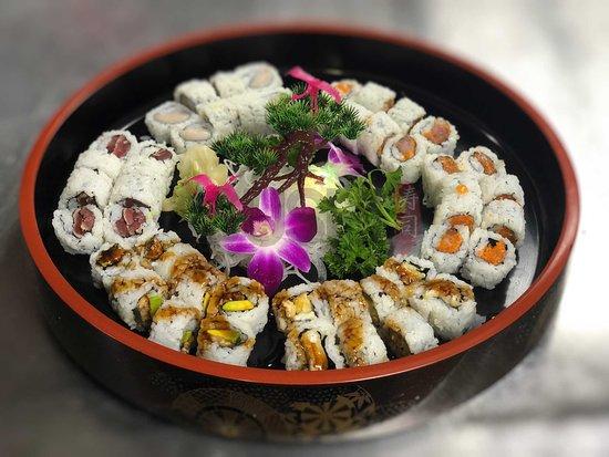 iSushi Omakase & Sake Bar: Assorted Maki Rolls