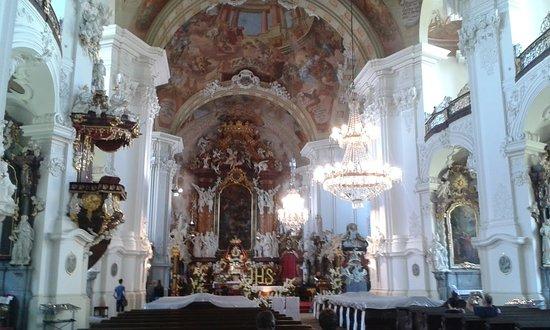 Krzeszów, Polska: Wnętrze barokowego kościoła.