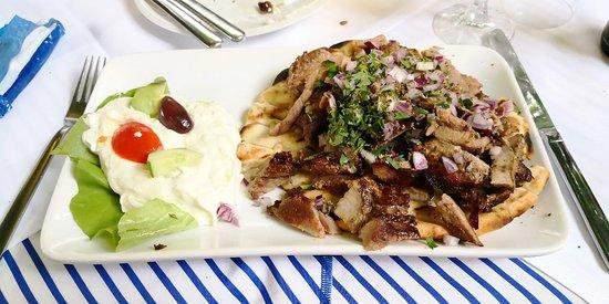 Griechische Taverne: Gyros with Pita 🥙 and Tzatziki 🍖🥗