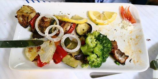 Griechische Taverne: Souvlaki with vegetables 🍗