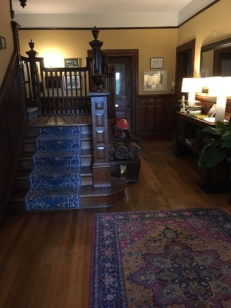 Chestnut Street Inn: Front hall staircase and sideboard with cookies.