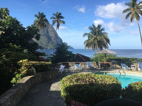 Hummingbird Beach Resort: Incredible restaurant views & pool