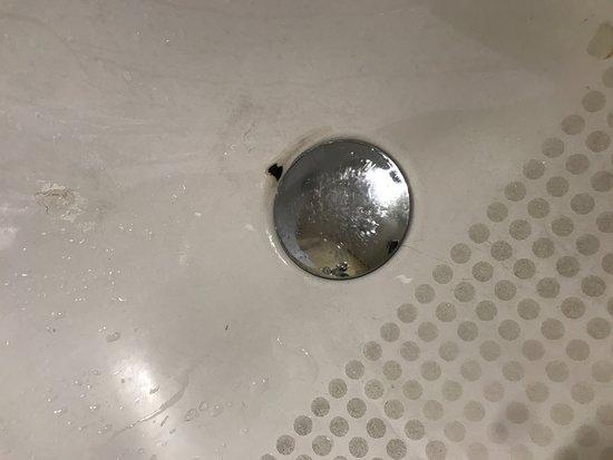 Hotel du Collectionneur: Chipped bath enamel
