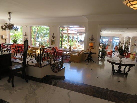 Grand Hotel Ambasciatori: The lobby.