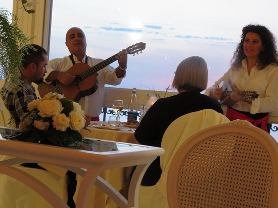 Grand Hotel Ambasciatori: The Sunday entertainment!