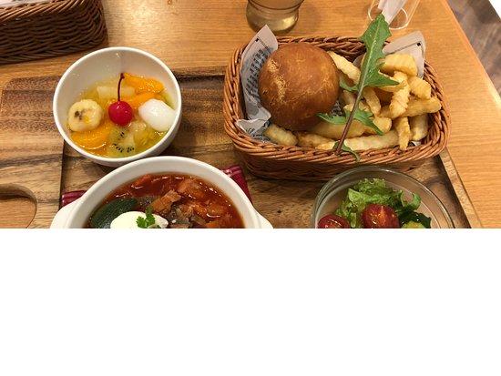 Bampaku Shokudo, Lalaport Expocity: ソビエト料理(ボルシチとピロシキ)