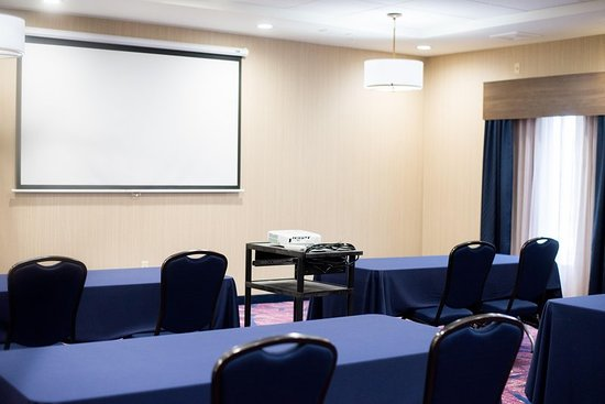 Hampton Inn & Suites Warrington Horsham: Meeting room