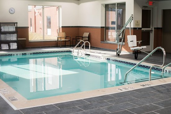 Hampton Inn & Suites Warrington Horsham: Pool