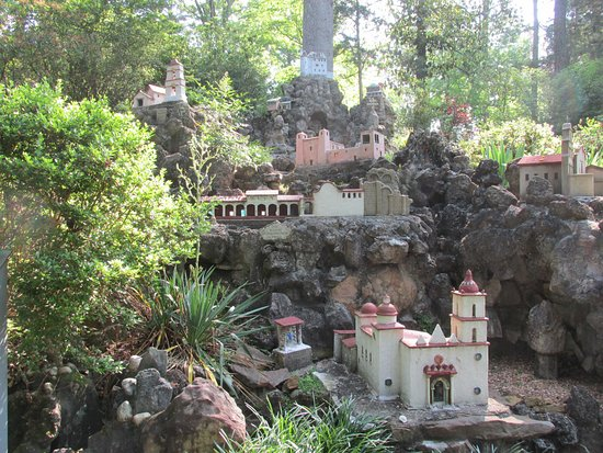 Ave Maria Grotto: Mission St. Ignacious in Mexico