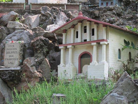 Ave Maria Grotto: Mission Dolores, San Francisco, California