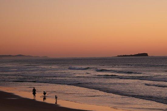Alexandra Headland, أستراليا: Across the road looking North