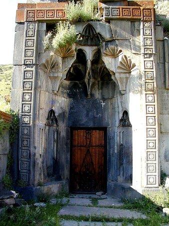 Arzakan, Armenia: Монастырь Нехуц