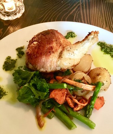 East & Main Bistro: Chicken breast