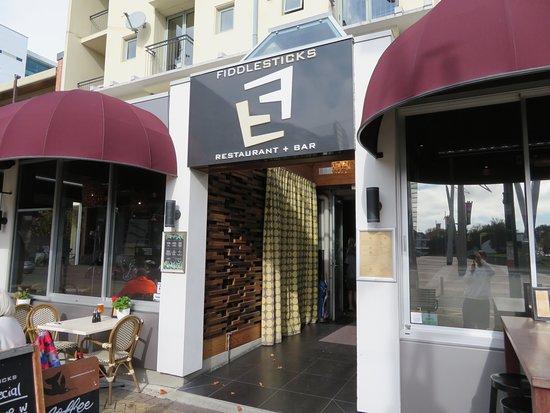 Fiddlesticks Restaurant & Bar: 店の入口