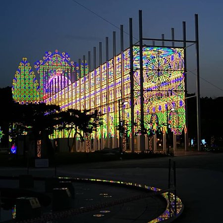 Chungju, Südkorea: Beautiful sunset view and be dazzled by the lights up. Show time 8 pm. Suitable for family outin