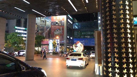Holiday Inn Shanghai Songjiang: 飯店門口