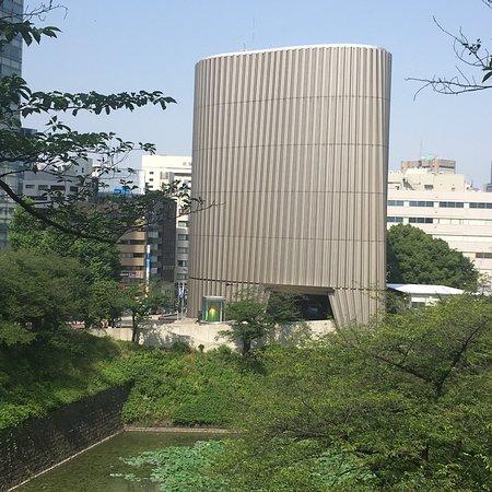 National Showa Memorial Museum: 綺麗なデザインのビルです!