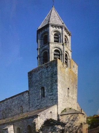 La Garde-Adhemar, Frankrike: Chef d'oeuvre architectural