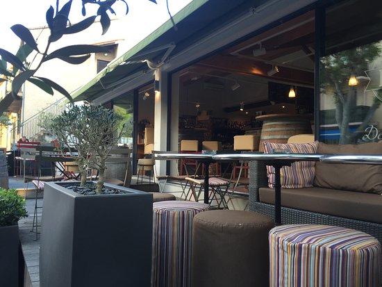Épicerie LECA: Terrasse