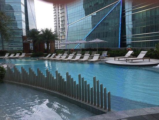 Sofitel Kuala Lumpur Damansara: clean pool