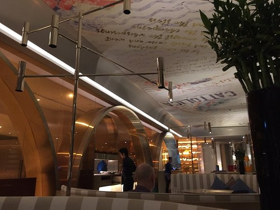 Sofitel Kuala Lumpur Damansara: Comfortable dining area at Nizza Restaurant