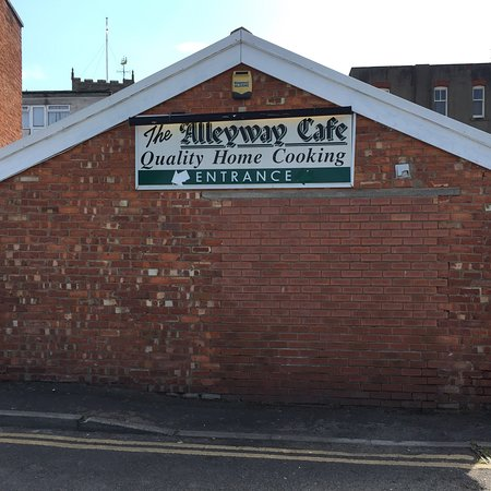 Alleyway cafe: Cafe now in its 25 yr with the same owner