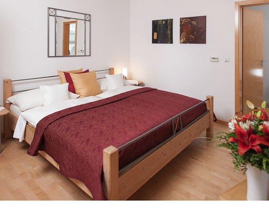 Floersheim-Dalsheim, Germany: Doppelzimmer zur Dachterrasse