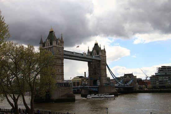 Tower Bridge: Spettacolare ponte sul Tamigi...