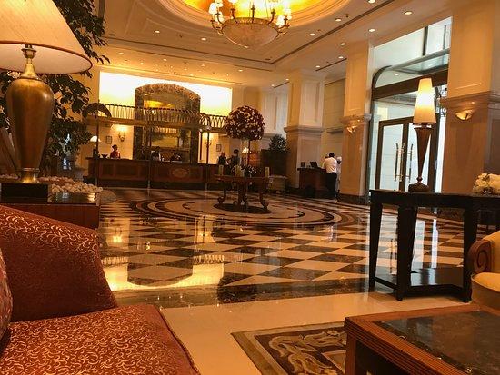 ITC แกรนด์เซ็นทรัล: Lobby is grand