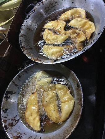 Calle Crisologo: Yummy Empanadas