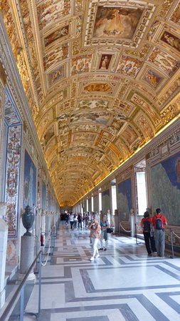 Early Bird Vatican Museums-semi private tour: In the Museum part of the tour