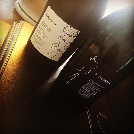 Broni, Italie : vino proveniente dalla cantina Bisi. Il Peccatore pinot nero , ed La Peccatrice bonarda.