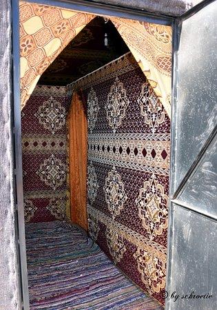 Desert Sand Camp: Eingang zum Zelt