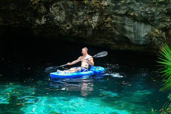 Puerto Aventuras, Meksika: Kayaking in the Cenote