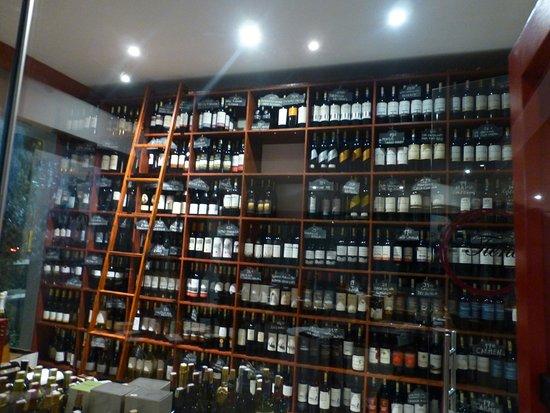 La Gloria: Cava de vinos