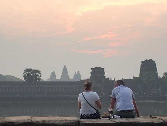Amazing Angkor Adventure: Best of the best doing Angkor Wat temple is early morning !