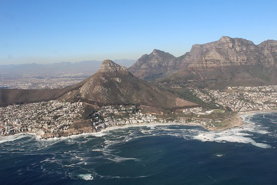 Two Oceans Scenic Helicopter Flight from Cape Town: behind lions head